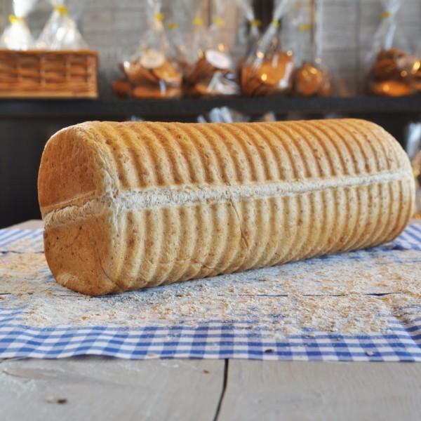 Brood gemaakt tarwe. Gebakken in een ronde (casino) bakvorm. Rondom heerlijke stevige korst. Online bestellen bij Bakkerij Kaptein, Den Ham, Overijssel.