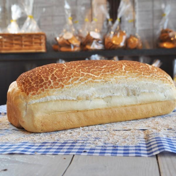 Witbrood gebakken met een tijgermix erop. Hierdoor een lekker krokant korstje. Online bestellen bij Bakkerij Kaptein, Den Ham, Overijssel.