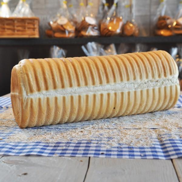 Witbrood in een ronde (casino)vorm. Lekker krokant korstje rondom. Online bestellen bij Bakkerij Kaptein, Den Ham, Overijssel.