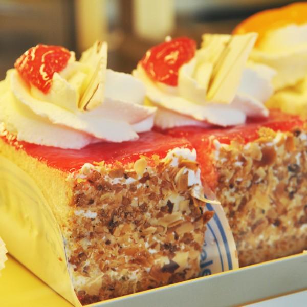 Cake met luchtige slagroomvulling. Diverse soorten. Online bestellen bij Bakkerij Kaptein, Den Ham, Overijssel.