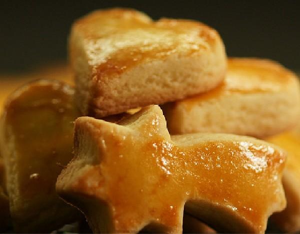 Mailänderli, Zwitsers kerstkoekje. Gemaakt van bloem, boter, citroen en eieren. Recept van de maand december. Bakkerij Kaptein, Den Ham, Overijssel